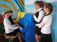 Піаніно з  Євромайдану  подарували Вовчківському  НВО